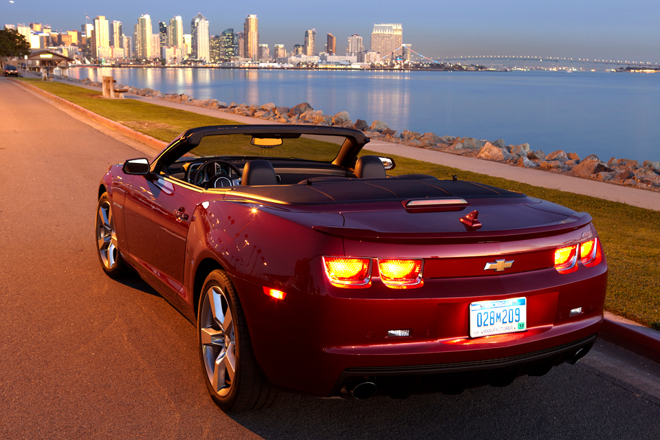 2013 chevrolet camaro ss convertible review vroomgirls. Black Bedroom Furniture Sets. Home Design Ideas