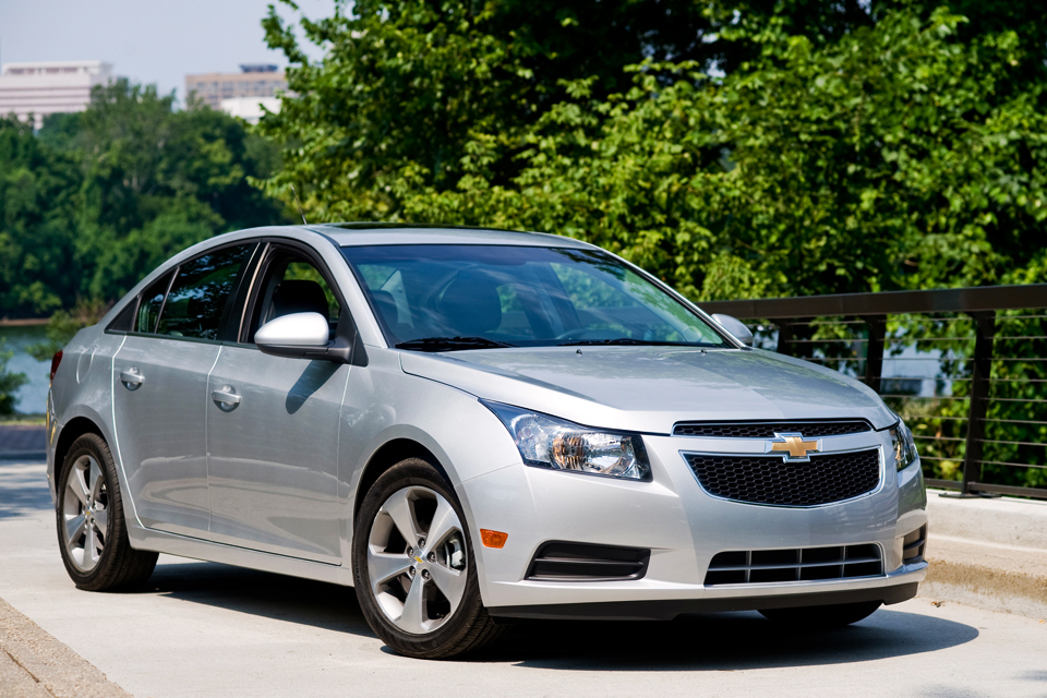 2013 chevrolet cruze review best car site for women vroomgirls. Black Bedroom Furniture Sets. Home Design Ideas