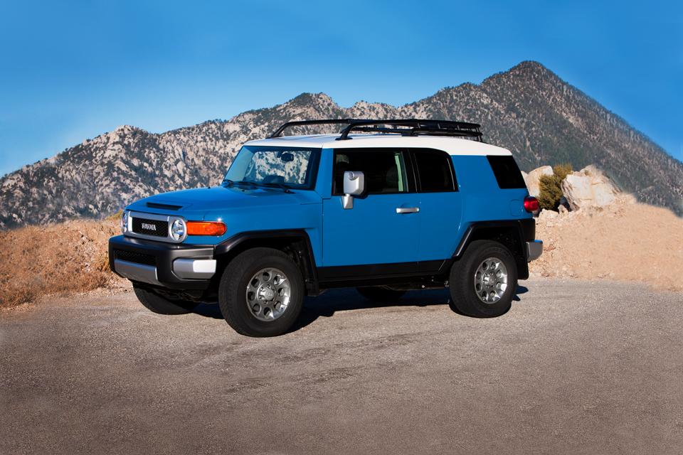 2013 toyota fj cruiser review best car site for women vroomgirls. Black Bedroom Furniture Sets. Home Design Ideas