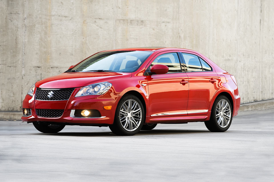 2012 suzuki kizashi sport gts review vroomgirls. Black Bedroom Furniture Sets. Home Design Ideas