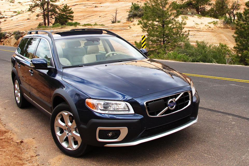 2012 volvo xc70 review best car site for women vroomgirls. Black Bedroom Furniture Sets. Home Design Ideas