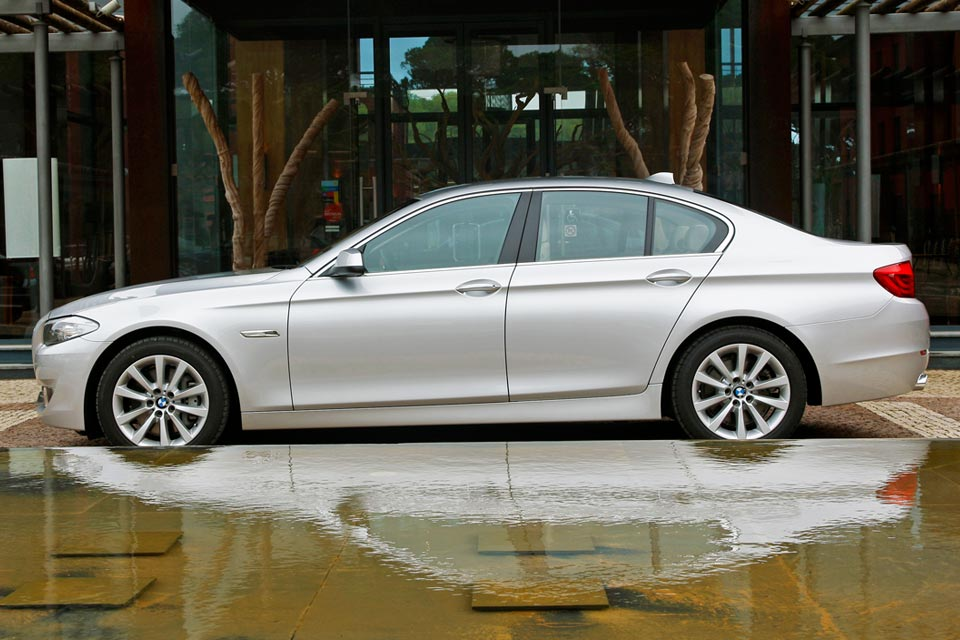 BMW I Review Best Car Site For Women VroomGirls - Bmw 528i 2013 price