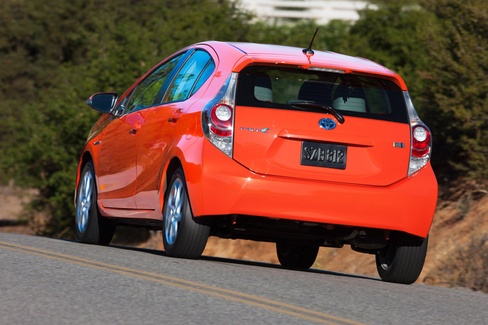 2014 toyota prius c review best car site for women vroomgirls. Black Bedroom Furniture Sets. Home Design Ideas
