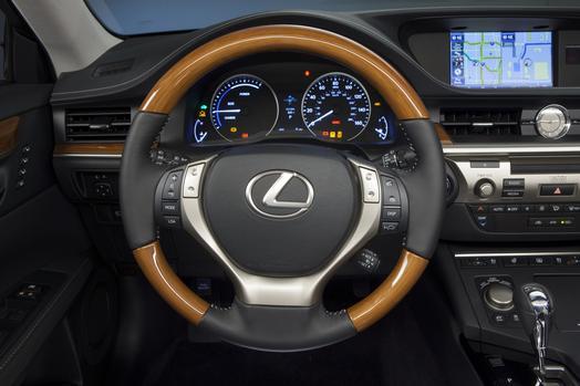 2013 lexus es review best car site for women vroomgirls. Black Bedroom Furniture Sets. Home Design Ideas