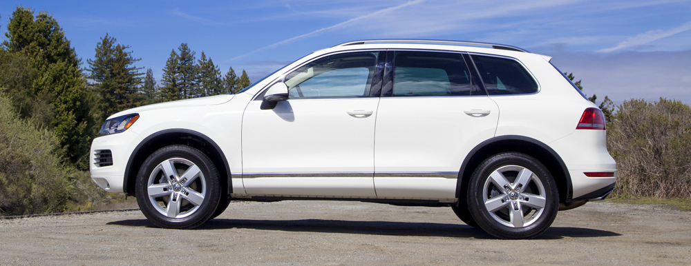2014 volkswagen touareg tdi r line review vroomgirls. Black Bedroom Furniture Sets. Home Design Ideas