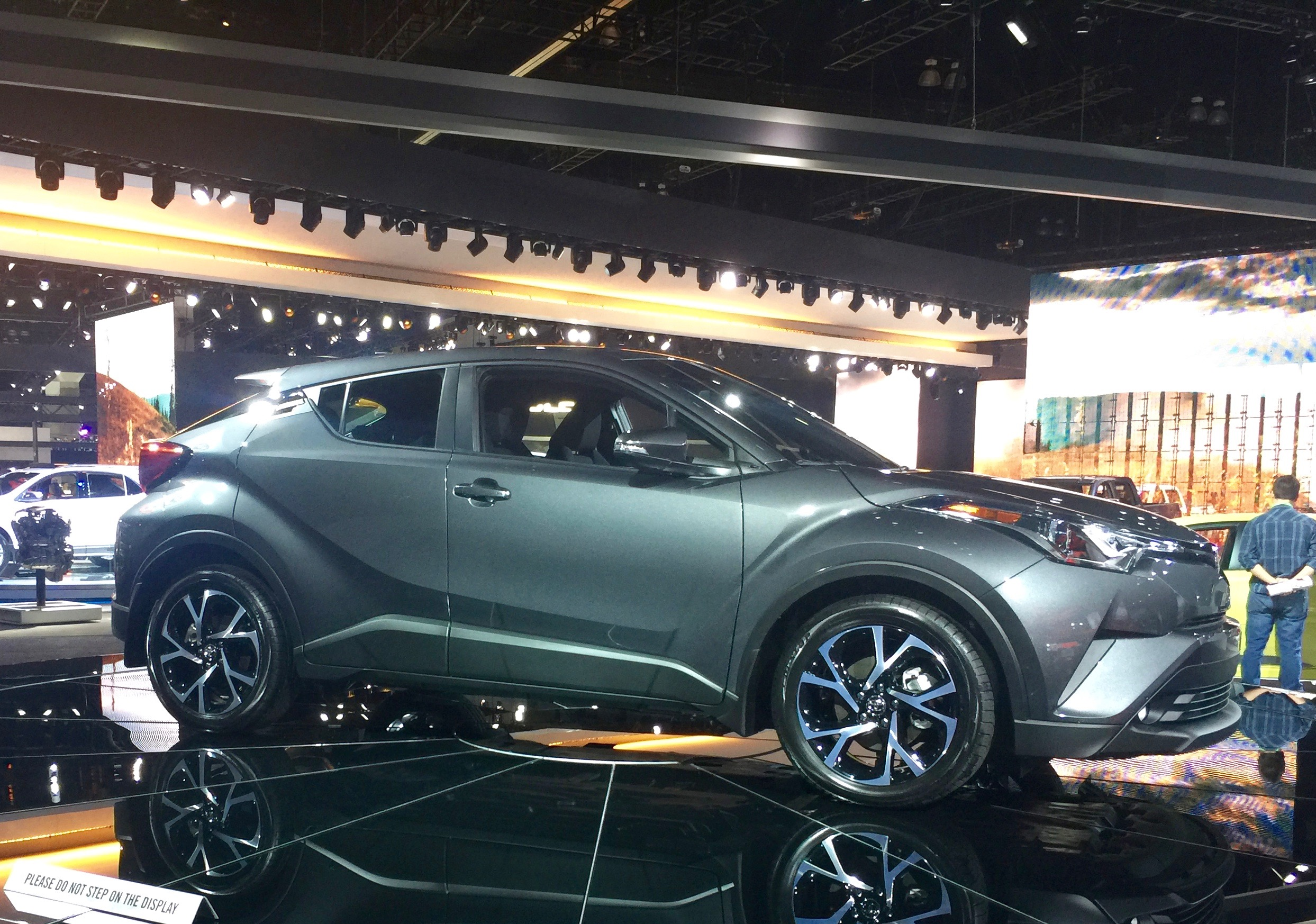 2017 la auto show report invasion of the millennial mobile vroomgirls. Black Bedroom Furniture Sets. Home Design Ideas